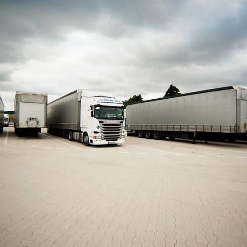 Szonlajtner-kamion-exterier-back